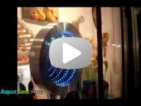 Бесконечное зеркало в магазине креативных подарков