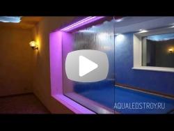 Зонирование пространства при помощи водопада по стеклу в зоне СПА