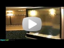 Водопад по стеклу в помещении бассейна