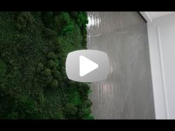 Водопад по керамограниту и панелью из стабилизированного мха