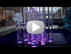 Пузырьковая колоннада в торговом центре